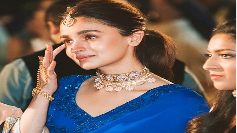 Alia Bhatt's teary-eyed, Alia's BBF wedding, Alia's Dance moves,Alia's latest instagram photo,Alia in Blue saree